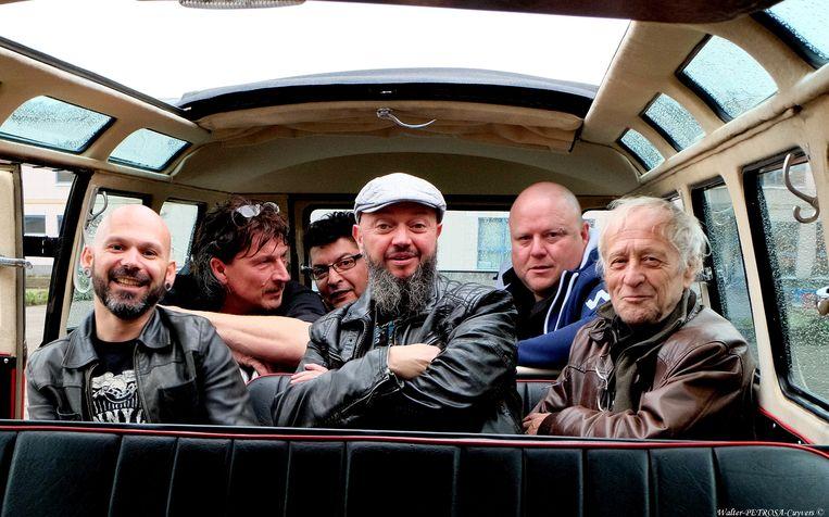 Chilly Willy met drummer Walter, rechts op de foto.