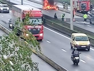 Brusselse binnenring donderdagmiddag volledig dicht door brandende bestelwagen