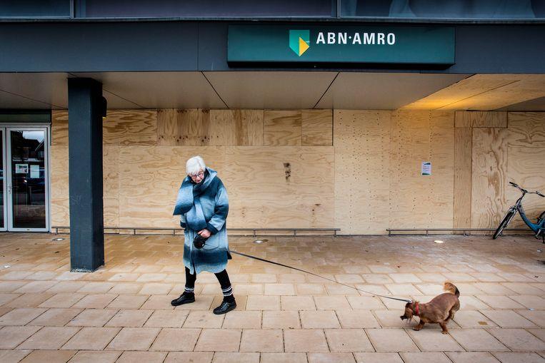 De geldautomaat van ABN Amro in de Wendelaarstraat in Alkmaar werd op 20 november opgeblazen. Beeld Arie Kievit