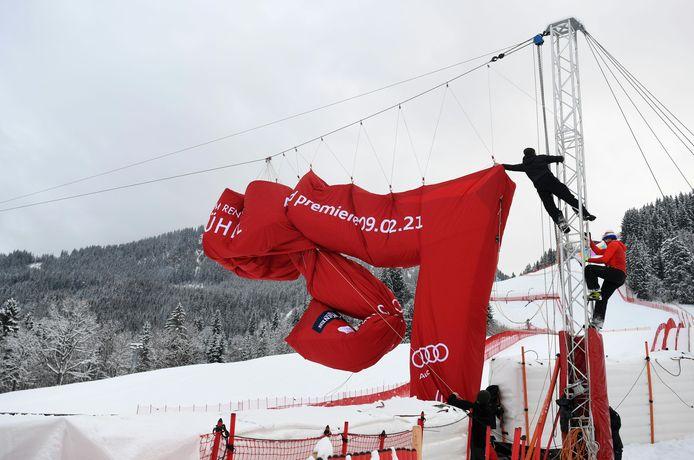 De finishboog van de Hahnenkammrennen.