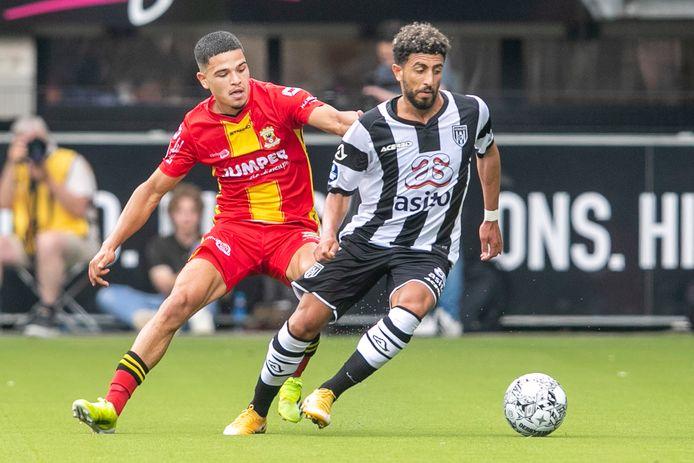 Bilal Basacikoglu scoorde in het eerste uur voor Heracles tegen Go Ahead Eagles.