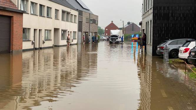 Wolkbreuk veroorzaakt immense wateroverlast en modderstromen in Lede: tientallen huizen kregen water binnen