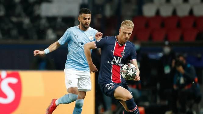 """""""Hey Mitchel!"""": PSG-verdediger Bakker pegelt de bal zomaar weg, tot onvrede van ploegmaats"""