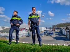 Kevin en Benjamin beveiligen de Dordtse industrie: 'Wat zit er achter die roldeur dat je zó goed moet beveiligen?'