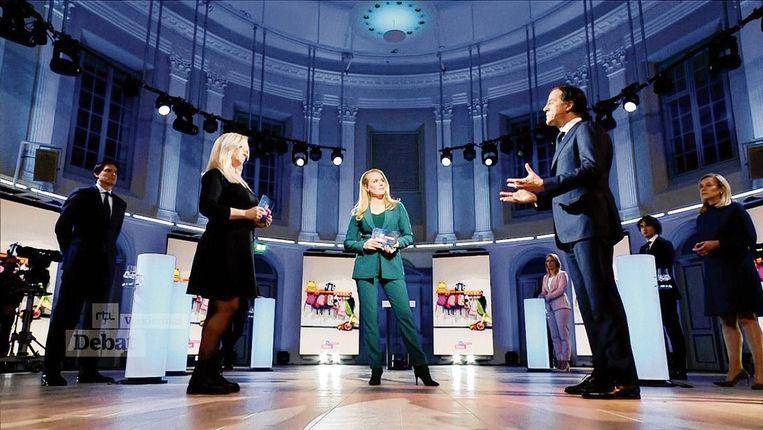 Mark Rutte in gesprek met Kristie Rongen tijdens het RTL-verkiezingsdebat van 28 februari. Beeld RTL