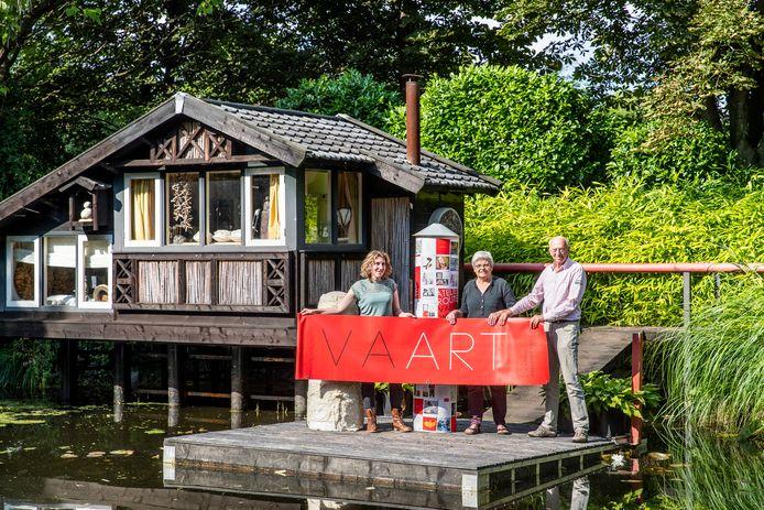 Amy Verhoeff, José Baltussen en Leo van Hoof (vlnr) stellen dit weekend hun ateliers open.