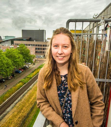 De Enschedese studentenflat van Mariska maakt plaats voor nieuwbouw: 'Er zijn altijd mensen die zich lam zuipen en in de lift plassen'