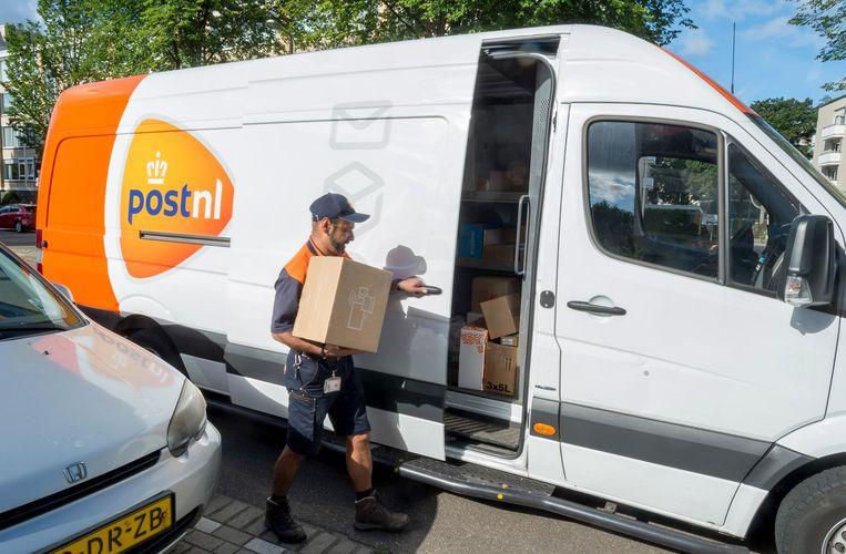 Pakketbezorgers werken vaak als zzp'ers. Ook voor hen zou het nieuwe akkoord verandering kunnen brengen. Beeld ANP