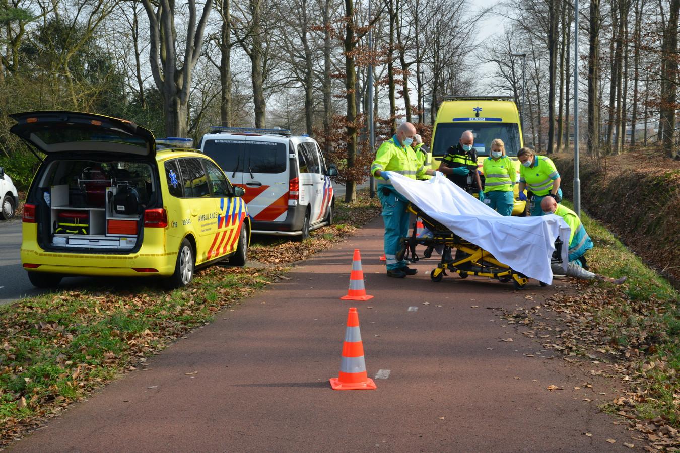Scooterrijder gewond na val in berm op de Leursebaan in Breda.