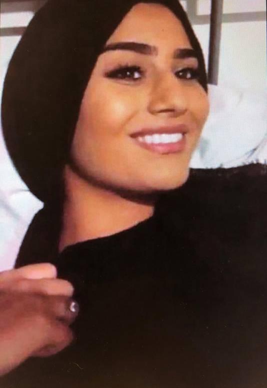 Hümeyra werd 18 december doodgeschoten in de fietsenstalling van haar school in Rotterdam-West. De politie pakte kort daarna hoofdverdachte Bekir E. (31) in de buurt van de school op.