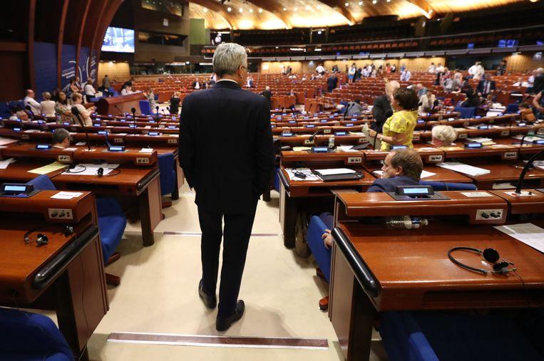 """""""Didier Reynders is de beste kandidaat, maar er moet rekening gehouden worden met heel veel criteria. Het resultaat van de stemming is echt heel moeilijk te voorspellen"""", zo analyseert Rik Daems (Open Vld) de kansen van de Franstalige liberaal.  Beeld BELGA"""