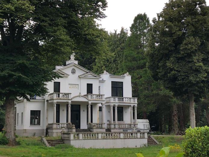 Villa Blanca ligt er nog steeds verlaten bij.