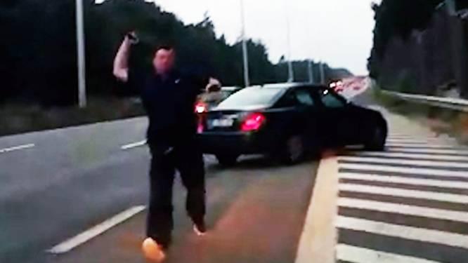 """Agressieve bestuurder die koppel klemreed op E40 komt voorwaardelijk vrij: """"Hij moet psychische begeleiding volgen en kreeg een rijverbod"""""""