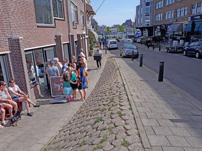 Als het aan de gemeente Zwijndrecht ligt mag er op het Veerplein zelf niet meer geparkeerd worden.