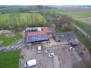 Blik op Bierbrouwerij Oijen vanuit de lucht, met rechts de Kasteeldijk en boven de Kasteelstraat.