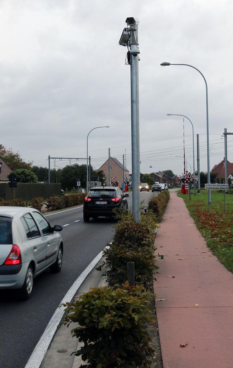 Een ANPR-camera ter hoogte van de overweg in de Martelarenstraat in Mol.
