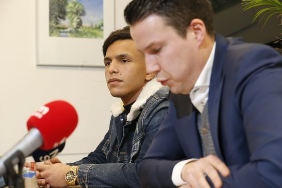 Rapper Soufiane Eddyani en zijn advocaat Marijn Van Nooten.
