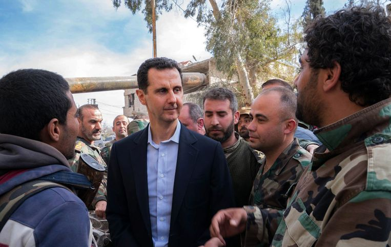 Syrisch president Assad op bezoek in Oost-Ghouta, midden maart. Beeld AFP