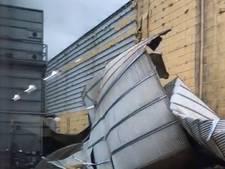 Buitenwand van Meubitrend in Oss komt naar beneden door storm