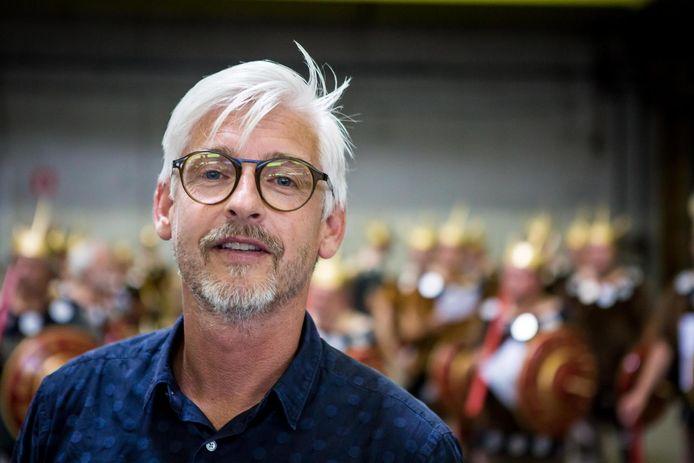 Regisseur Dominique Deckers viel tijdens de voorbereidingen uit. Mogelijk is hij er ook donderdag nog niet bij.