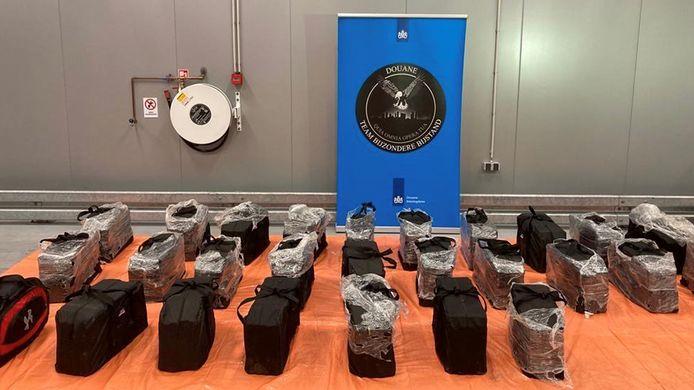 De cocaïne werd aangetroffen in een container die bestemd was voor een bedrijf in Hoogvliet.
