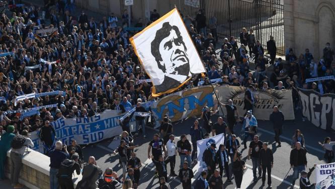 Des milliers de supporters marseillais accompagnent le cercueil de Bernard Tapie