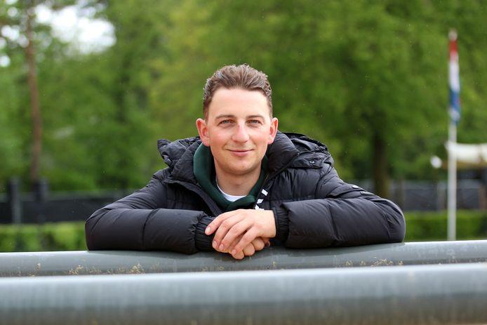 Ruiter Don Willemsen heeft zijn paarden thuisgelaten. Dit jaar is hij vrijwilliger bij het jaarlijkse paardensportevenement in Wierden.