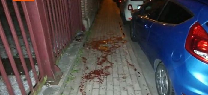 Bloedsporen van de steekpartij.