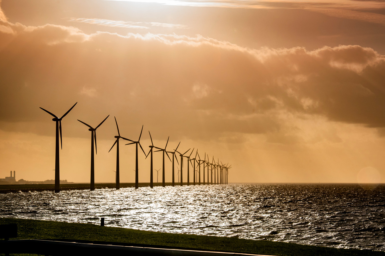 Windmolens in de Flevopolder.