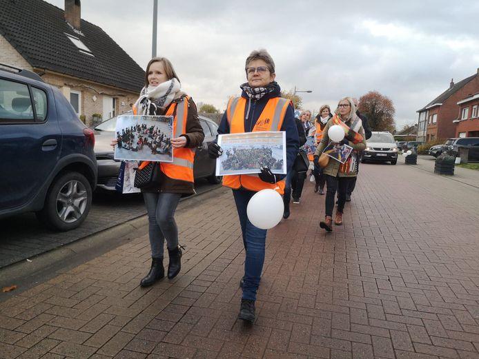 De protestmars van leerkrachten en ouders van de gemeentelijke scholen, die onlangs door de straten trok.