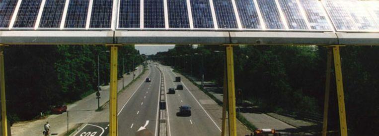 Geluidsscherm met zonnecollectoren langs de A27 bij De Bilt (ANP) Beeld