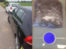 Duitse bestuurder neemt sluiproute via piepklein Persingen; agenten vinden 90 gram wiet in auto