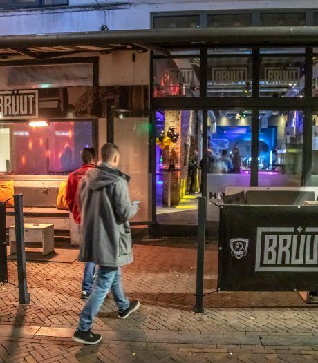Werkstraf voor baas Zwols 'granaatcafé' Bruut en zijn vader om lekken geheime informatie