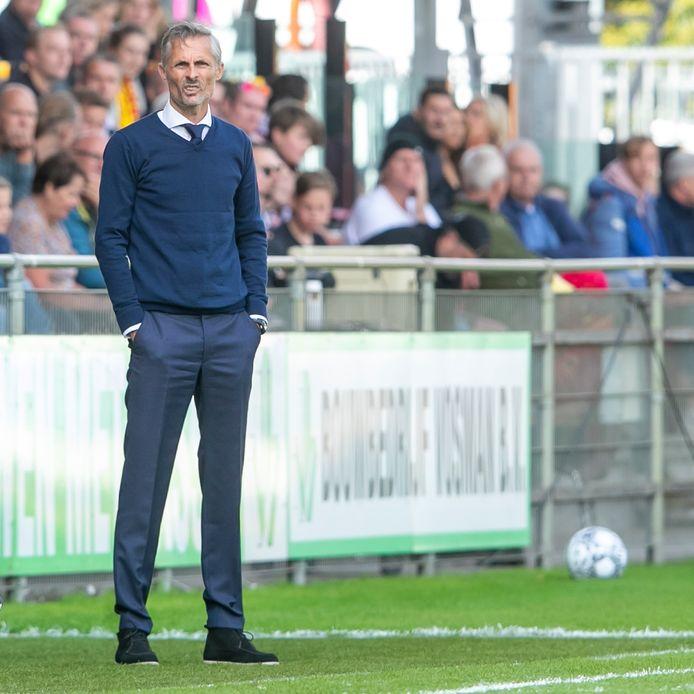 Kees van Wonderen pakte als coach van GA Eagles zijn eerste overwinning in een IJsselderby tegen PEC Zwolle.