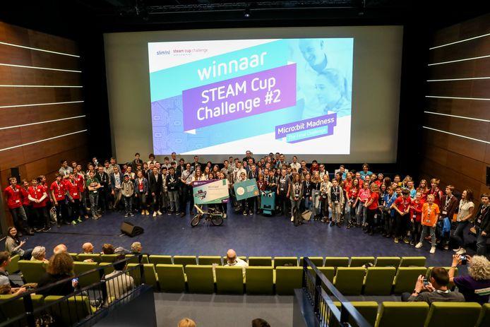 Alle prijswinnaars van de STEAM Cup Challenge in NEMO in Amsterdam.