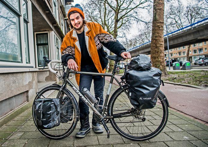 Henk van Dillen fietst volgende maand van Sint-Petersburg naar het uiterste noorden van Noorwegen.