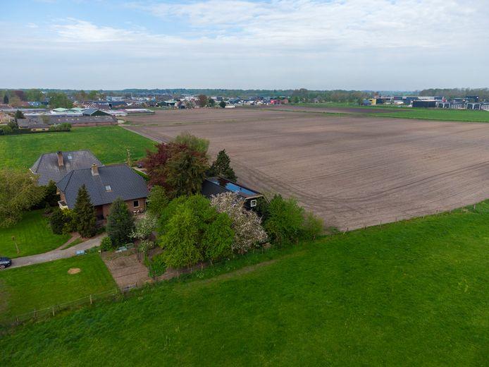 De grond tussen de rand van Hattemerbroek en bedrijventerrein H2O is in beeld voor de huisvesting van verschillende sportverenigingen.