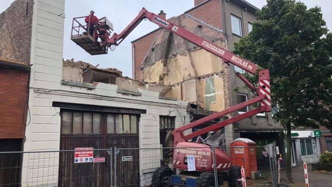 Werken bouwproject in stadscentrum zullen ruim twee jaar duren: afbraak textielwinkel al bezig