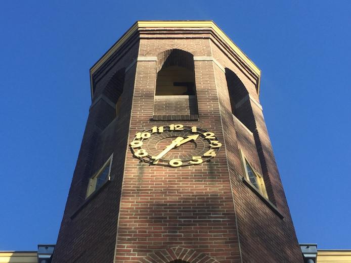 De klok op de toren van Ons Koningsoord maakt te veel herrie