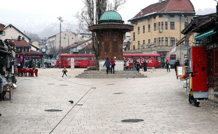 Het is rustig in Sarajevo door de coronarestricties, waaronder een avondklok en sluiting van restaurants. Beeld EPA