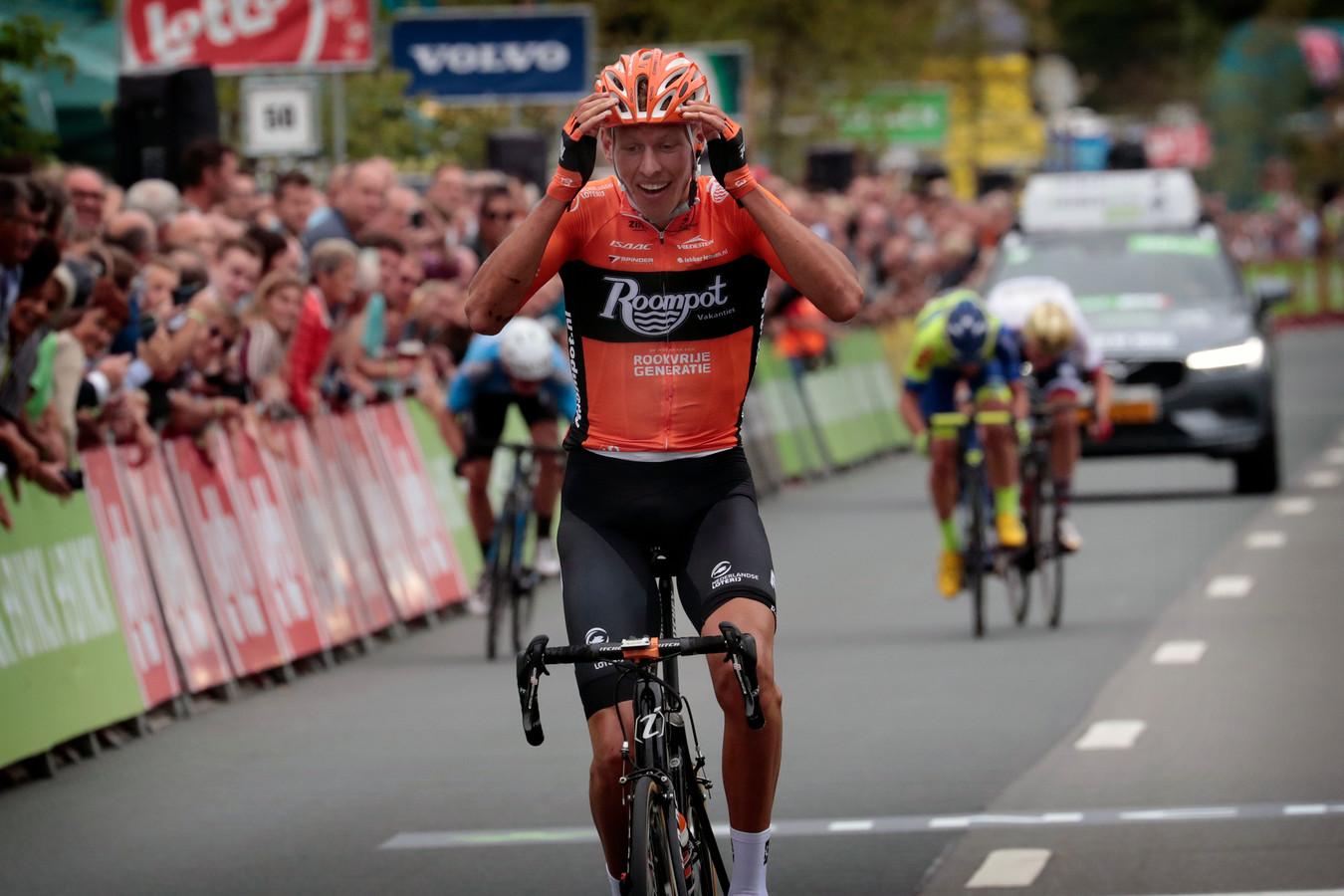 13fada82b Taco van der Hoorn wint namens Roompot de derde etappe van de Binck Bank  Tour