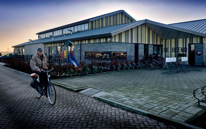 Dorpshuis De Beemd in Oud-Alblas. Maandagavond rukte de politie uit hierheen, vanwege een hoogopgelopen ruzie tussen de beheerders en een EHBO-bestuurslid.