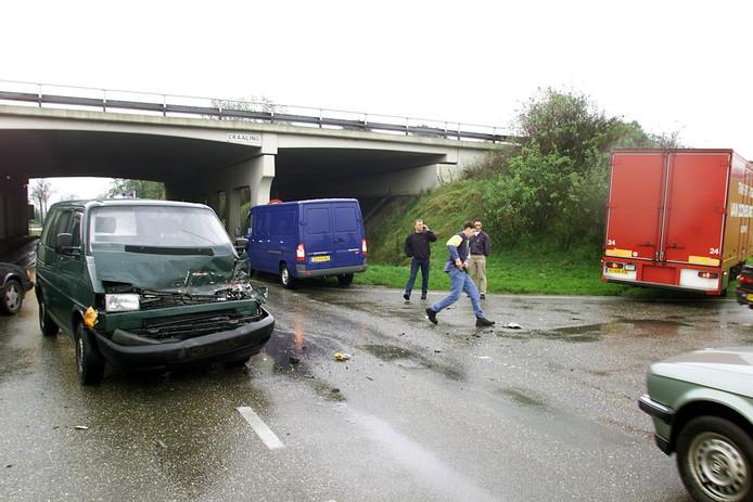 Ongevallen op de onoverzichtelijke en drukke kruising afslag 22 van de A17 komen met grote regelmaat voor.