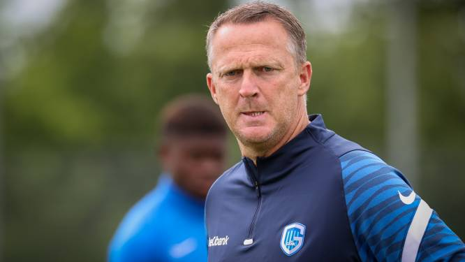 """Van den Brom trapt het seizoen af met 'on-Genkse' uitspraken: """"De titel moet de ambitie zijn"""""""