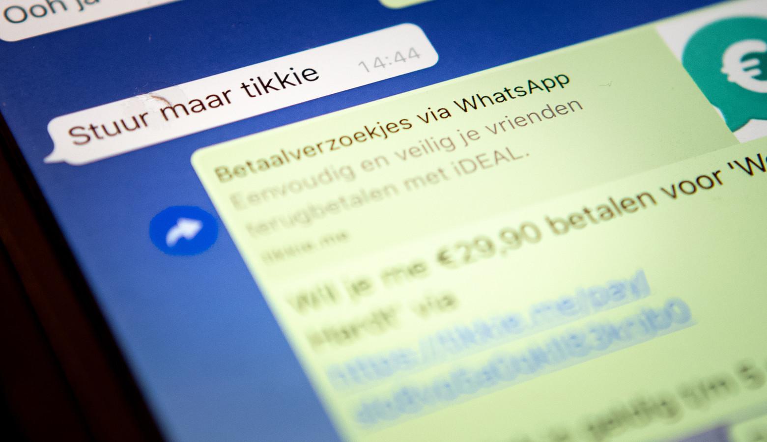 Archieffoto. Oplichters gaan vaak te werk door zich voor te doen als een familielid in nood via WhatsApp.