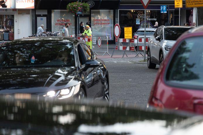Afsluiting van de Kruisstraat in de avond en de gevolgen in de Weverstraat