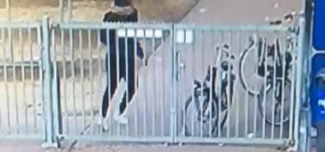 Almelose voetbalclub PH is vernielingen spuugzat en zet beelden vandaal op Facebook