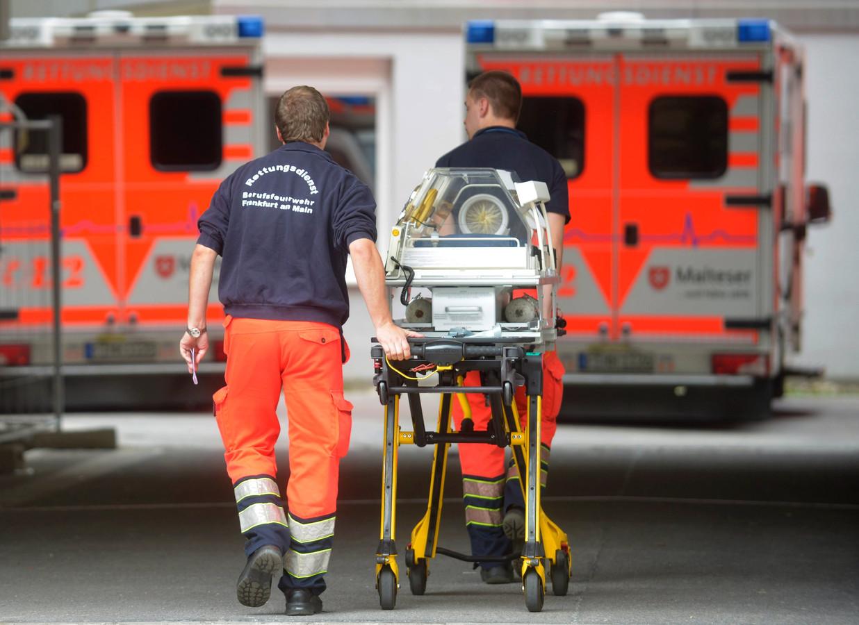 Foto ter illustratie. Ambulancemedewerkers in Duitsland.