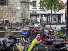 Fietsenstalling in centrum van Ootmarsum, en 's avonds geen auto's meer