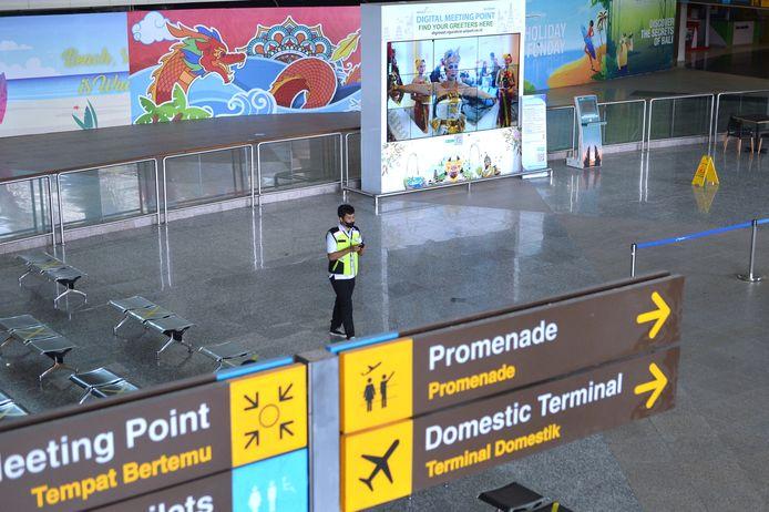 De internationale terminal blijft vooralsnog erg verlaten.